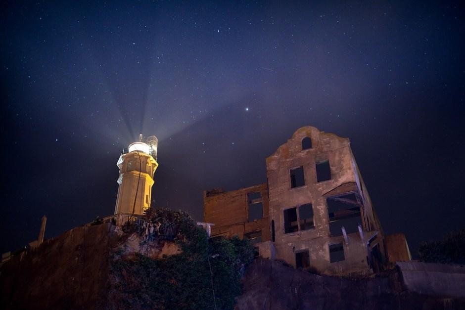 Il faro di notte