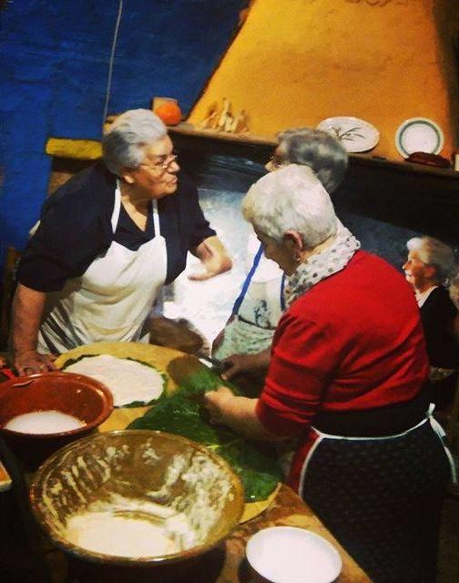 La preparazione de su Cocone cun foza a Gavoi