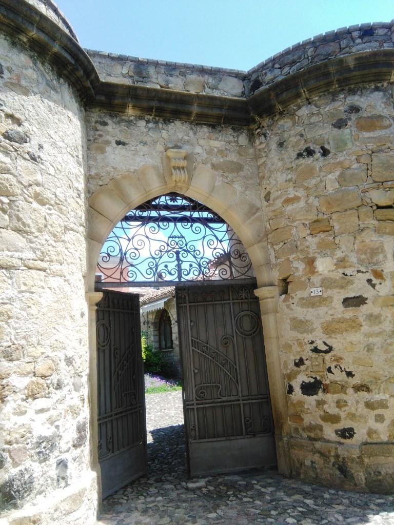 Tuili antico portale