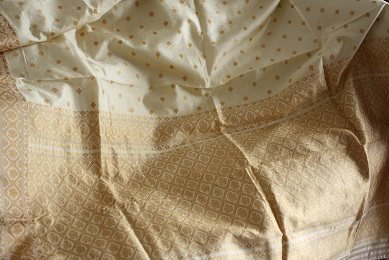 Simply elegant. An off-white pat silk.