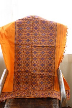 A gamusa design on a pat silk