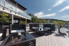 Terassi uima-altaineen & baari - Terrasse, piscine et bar.