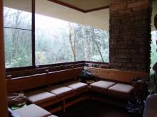 Frank_Lloyd_Wright_-_Fallingwater_interior_2