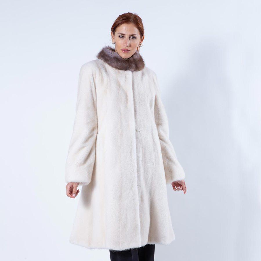 Pearl Beige Mink Fur Coat with Marten collar | Шуба из меха норки цвета Pearl Beige - Sarigianni Furs