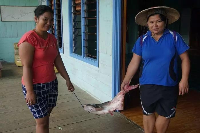 Setelah Menangkap Ikan di Sungai - Long Pahangai- Photo: www.sarinovita.com