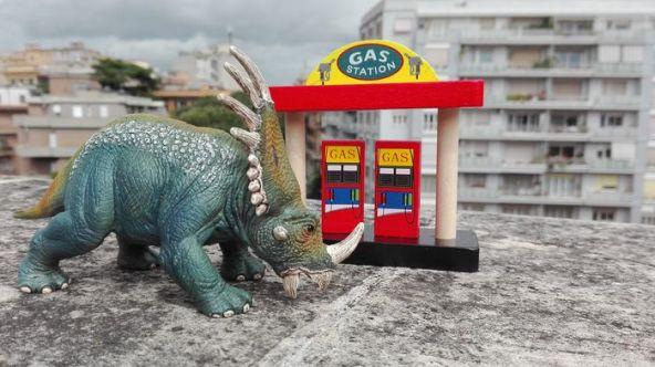 dinosauro fa benzina