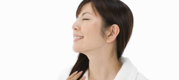 朝の顔のむくみの原因と3つの解消法【ツボ・マッサージ】