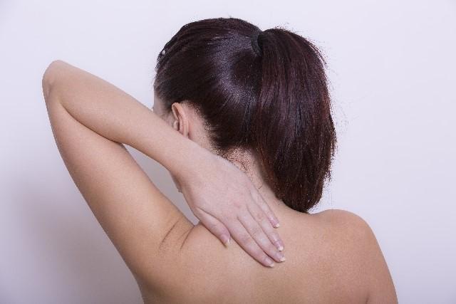 ストレートネックの原因や症状と治し方や矯正の仕方!