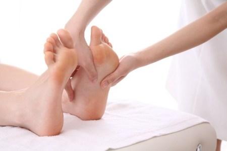 足裏のゴリゴリや老廃物の原因を足ツボで快適に解消!