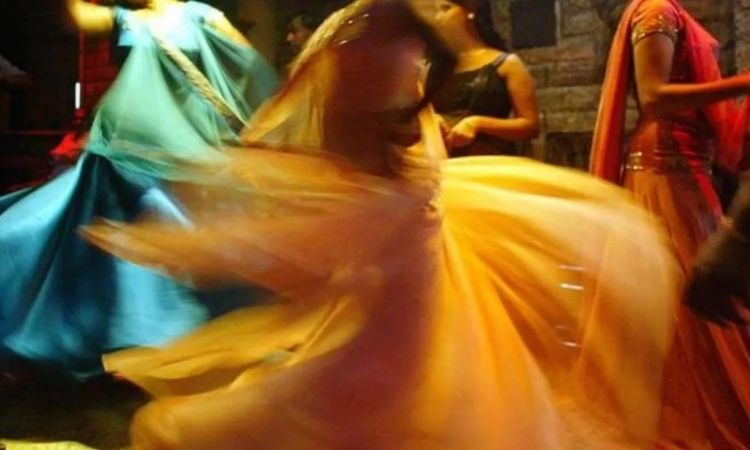 Raid On Dance Bar | dance tattered clothes and obscenity continues raid bar 41 arrested