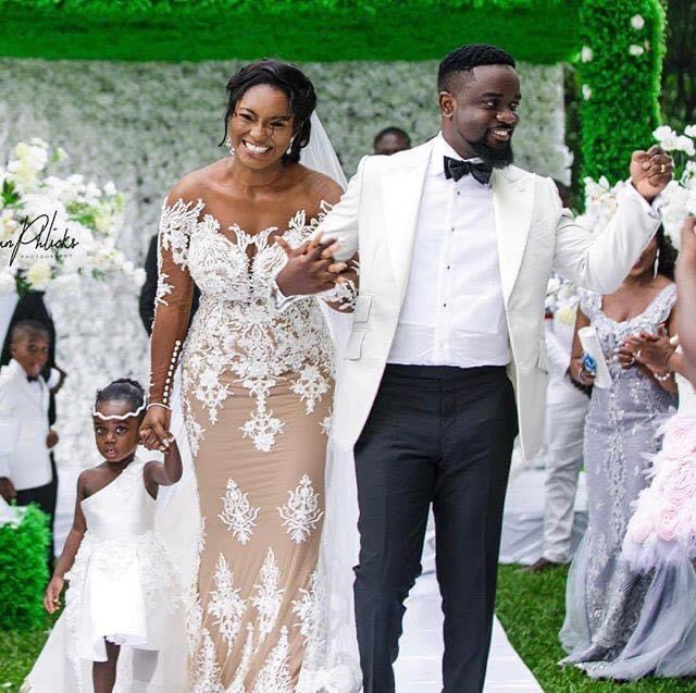 In a video, Sarkodie shows how Tracy played 'hard to get' when he desired her.
