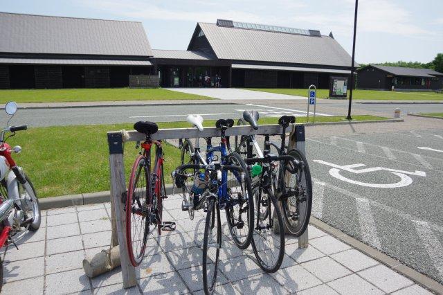 【案内】 自転車の方へ、サイクルラックをご利用下さい