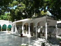 Mosque Two And Dargah In Connaught Place