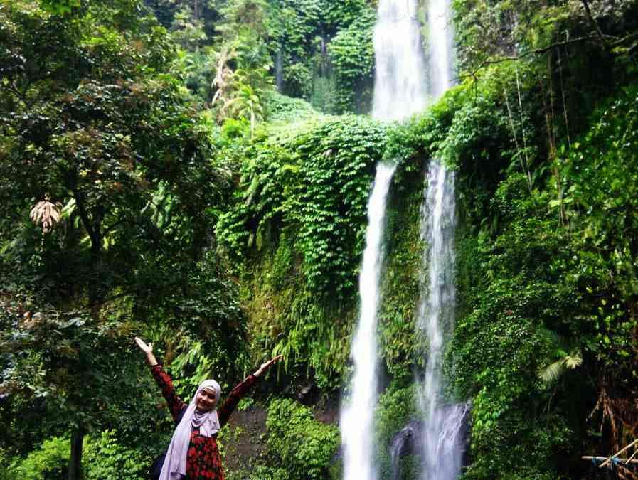 Menggila di Sendang Gile Waterfall