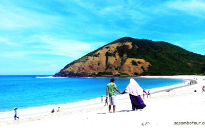 Honeymoon di Pantai Mawun Lombok