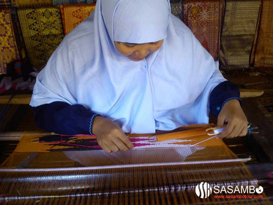 weaving at sade village