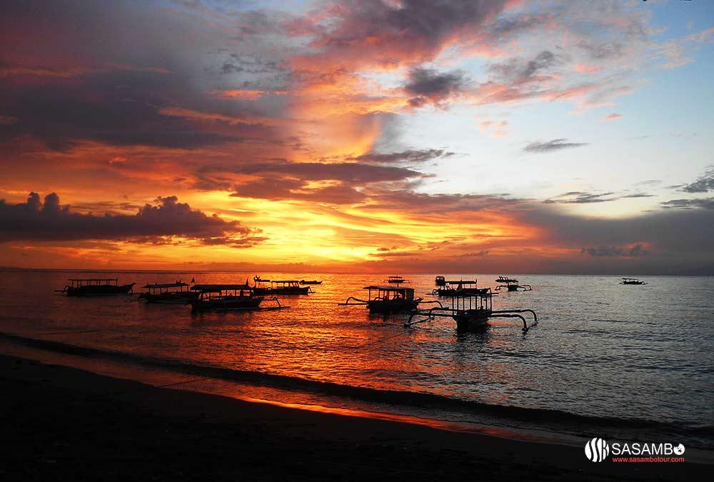 Twilight Romanticism in Senggigi Beach Lombok