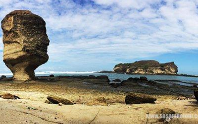 Pesona Pantai batu Payung