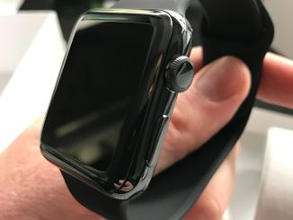 New Apple Watch Series 2 in Space Black: The Smartwatch makes a much better job in the second edition. Photo: Sascha Tegtmeyer