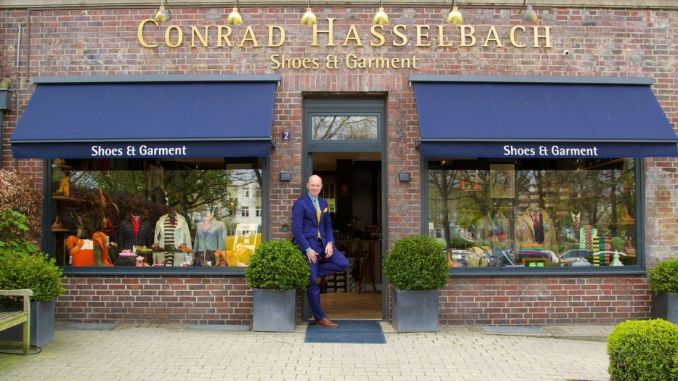 Conrad Hasselbach in front of his eponymous store in Hamburg-Harvestehude. Photo: Sascha Tegtmeyer