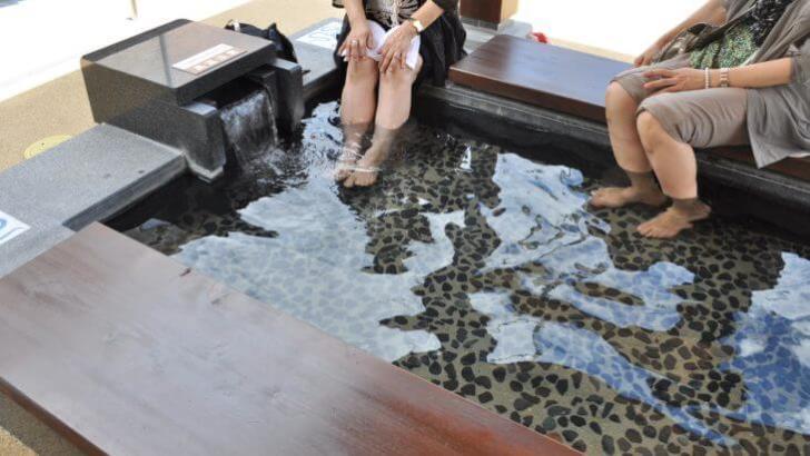 湯宿広場足湯