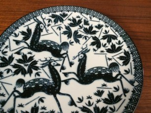 クラウス・ハーパニエミの図案による六寸皿「印判鳥獣五画」
