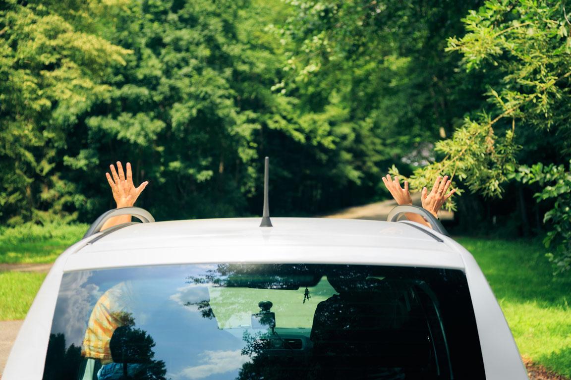car-roof-hands