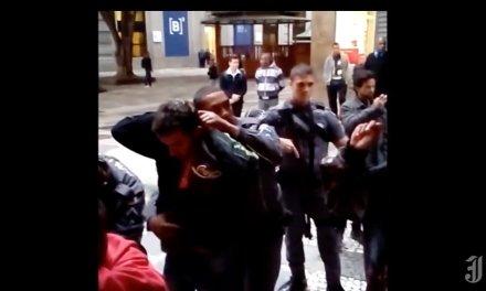 Polícia invade Sindicato dos Bancários em SP sem mandado e revista funcionários