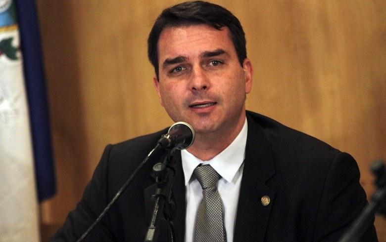 Novas irregularidades envolvem outro ex-assessor de Flávio Bolsonaro