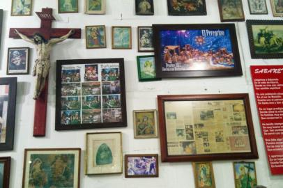 """The decoration of the walls in """"El Peregrino"""", the best place to have Buñuelo and Chorizo in Sabaneta, Medellín"""