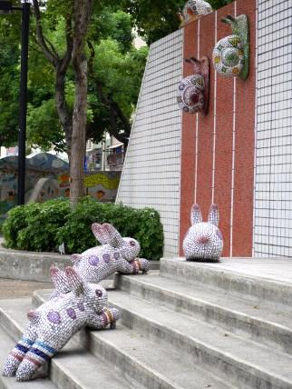 Sculptures at Zhongshan Train station