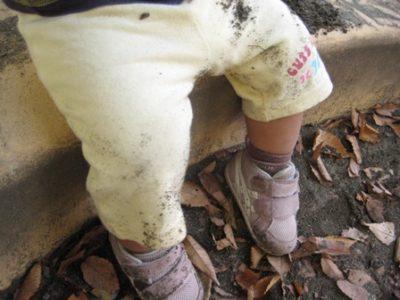 泥だらけの娘