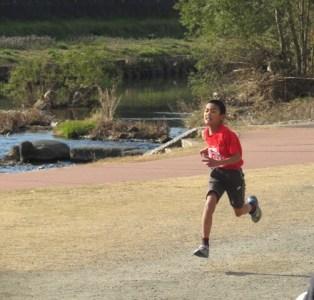 マラソン大会を走る息子