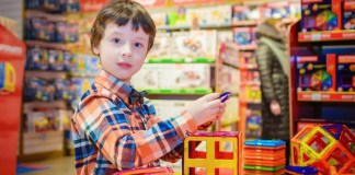 kids-safe-holiday-shopping