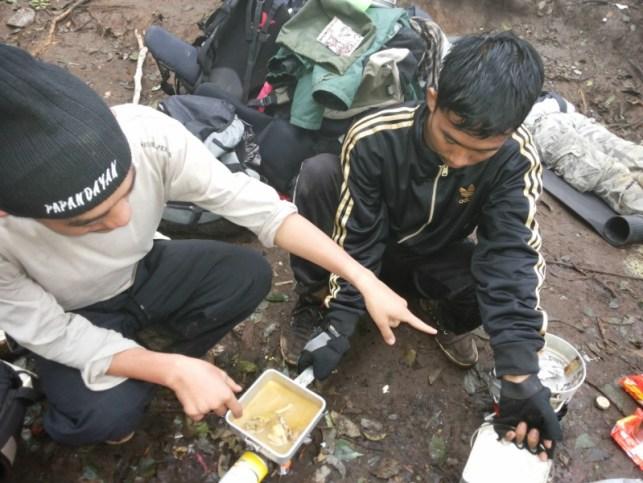 satriabajahitam.com - pendakian gunung cikuray 7