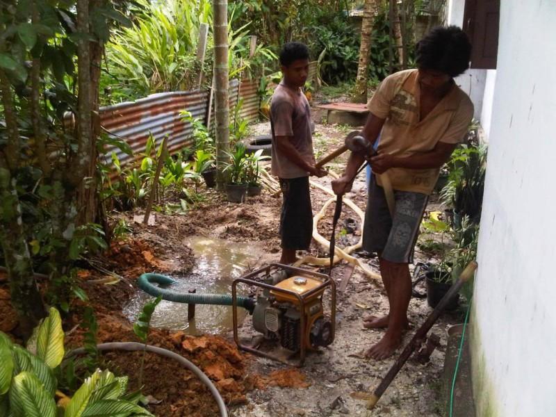 Membuat Sumur Bor Manual - Memasang Mesing Penyedot Air