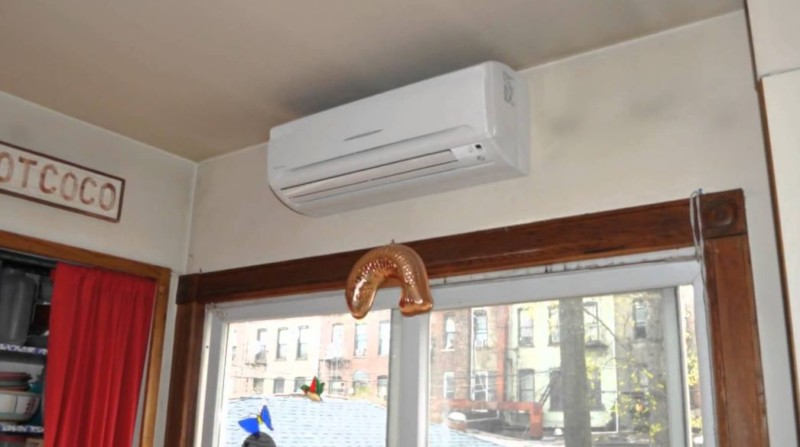 menghilangkan jamur di lemari dengan AC