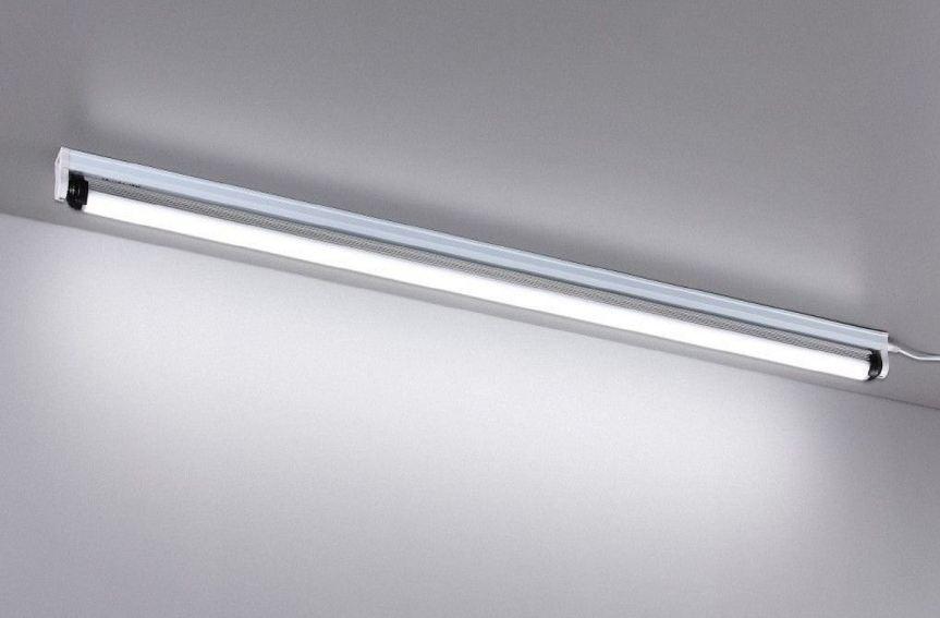 menghilangkan jamur di lemari dengan lampu neon TL
