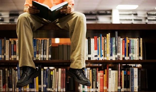 belajar di perpustakaan