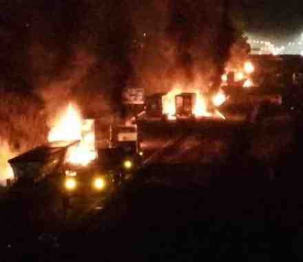 Protesters burn trucks, fire live rounds at police on N3 at Mooi River