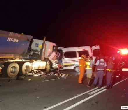 14 Killed, multiple injured in N4 four vehicle crash, Mpumalanga