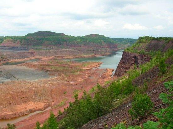 bob-dylan-hibbing-iron-ore-mine