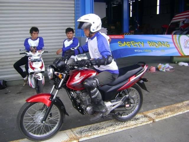 latihan-safety-riding-melewati-papan-titian