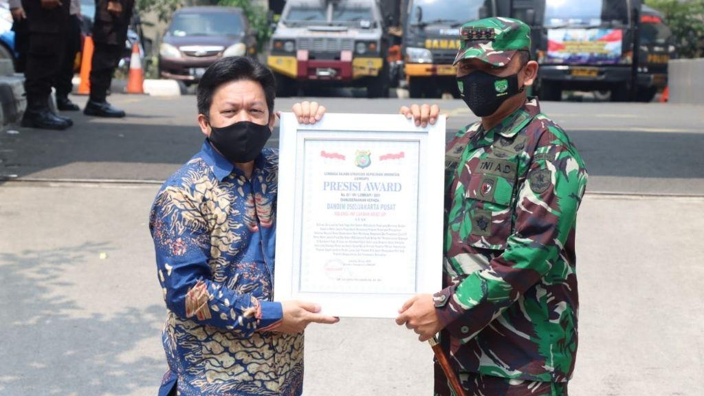 Sinergi Program Vaksinasi TNI-Polri Raih Penghargaan Presisi Award