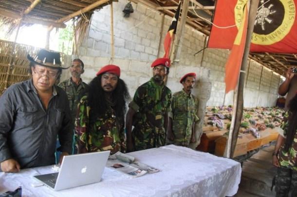 Moruk dan pengikut-pengikutnya dalam sebuah pertemuan baru-baru ini [sumber: http://www.diariutimorpost.tl/]