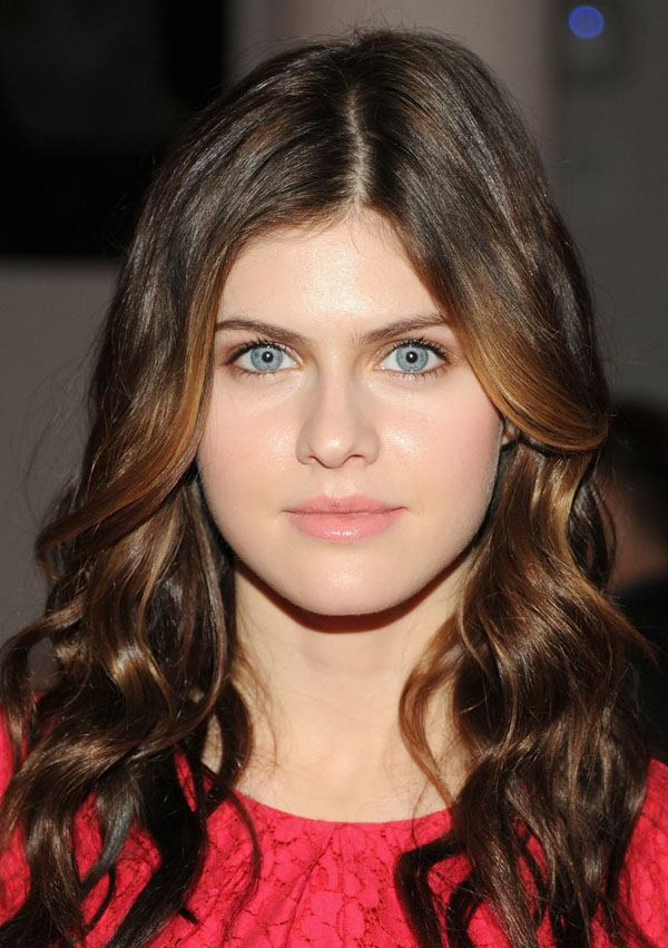 Alexandra Daddario sexiest pictures from her hottest photo shoots. (25)