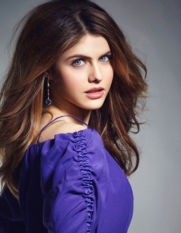 Alexandra Daddario sexiest pictures from her hottest photo shoots. (10)