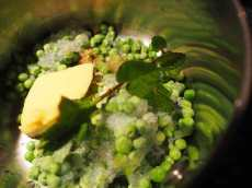 how to cook frozen peas
