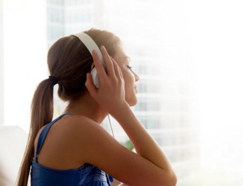 Estudo revela eficácia da música para acalmar doentes com Alzheimer