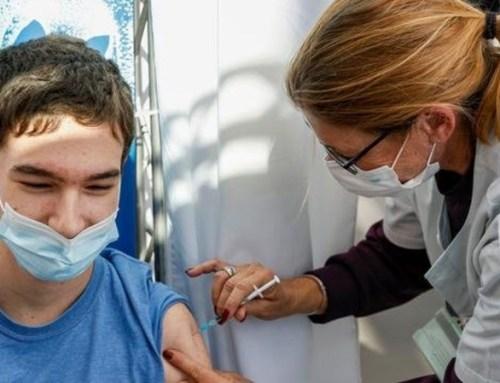"""Covid-19: Primeiro-ministro descarta """"resistência"""" dos jovens à vacinação"""